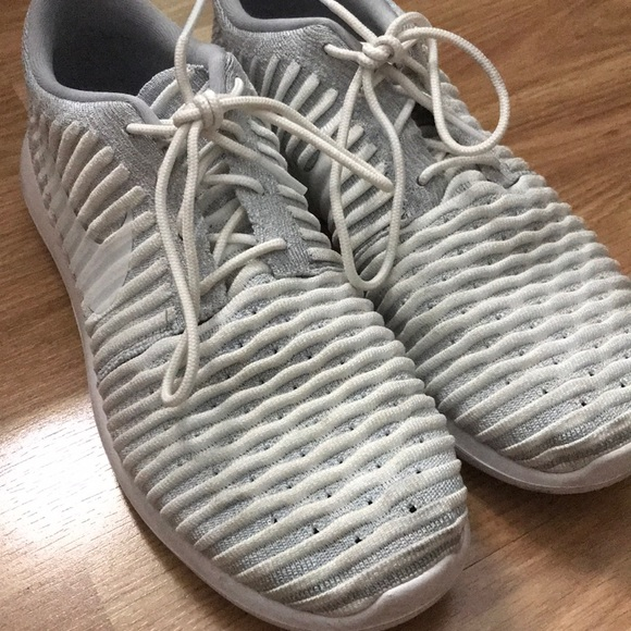 Nike Shoes | Grey And White Roshes